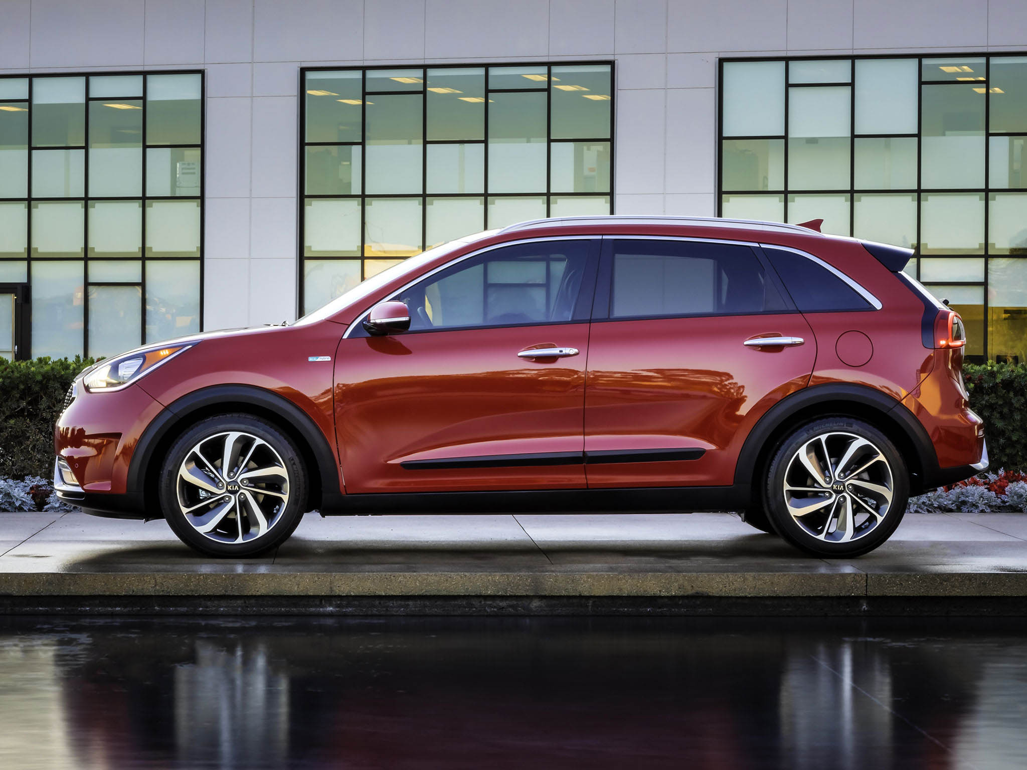 new and used kia niro prices photos reviews specs autos post. Black Bedroom Furniture Sets. Home Design Ideas