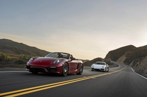 Autoweb-2015-July-Comparison-PDK-vs-Manual-2015-Porsche-Boxster-Cayman-001
