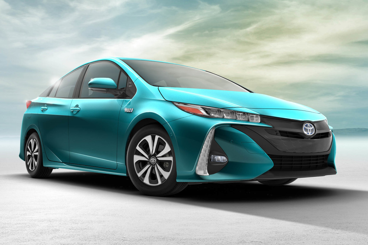 AutoWeb-2016-March-NYIAS-What-Mattered-Toyota-Prius-Prime
