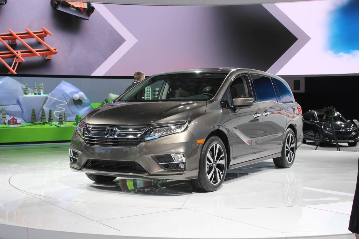 autoweb-2017-january-naias-what-mattered-2018-honda-odyssey-001